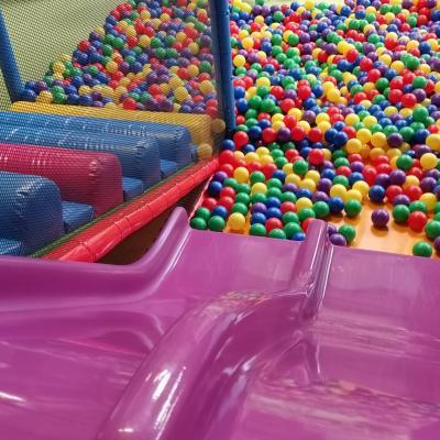 Toboggan piscine à balles